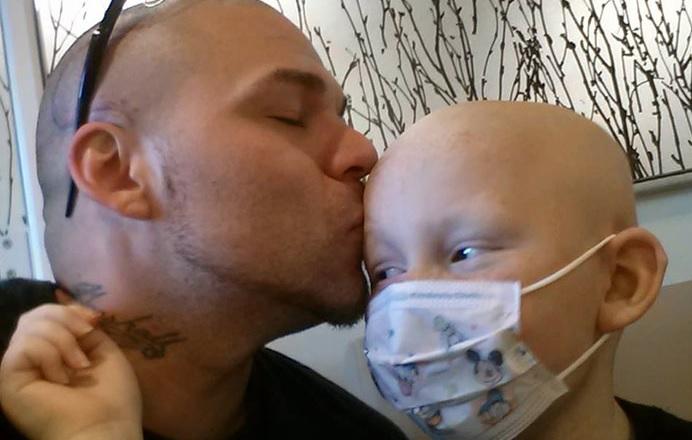 Картинки по запросу Це фото батька і сина облетіло весь Інтернет. Його історія нікого не залишить байдужим!
